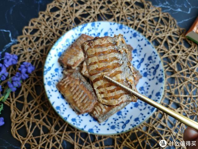 带鱼别再炸着吃了,学会这个做法,外酥里嫩,好吃到吮指