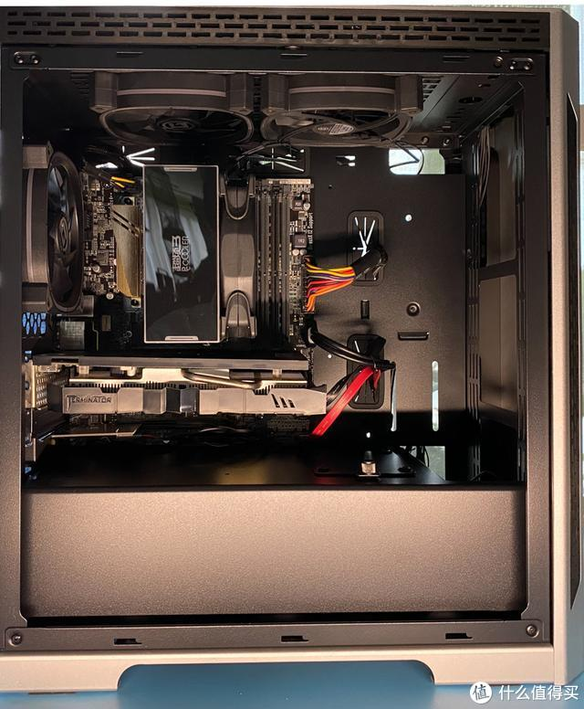 电脑价廉还要物美?试试工厂直销的这款电脑电源和彩色RGB风扇