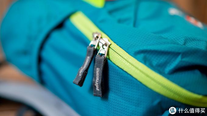 拉链是编织物缝合的经久耐用,YKK的品质容易让人放心