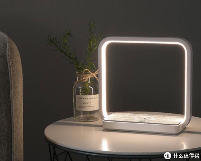 可以无线充手机的触控台灯:小米有品上架简约多功能床头灯,售价159元~