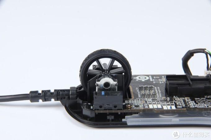 赛睿Rival 3游戏鼠标采用镂空滚轮
