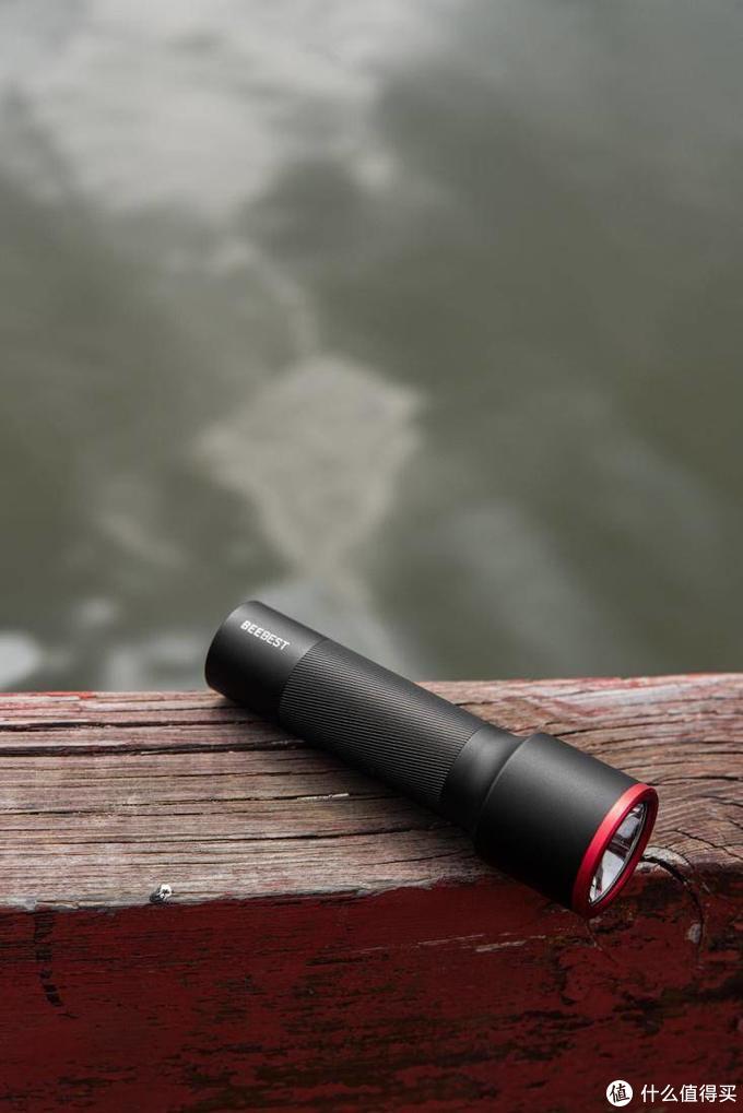 小米有品推出强光手电筒,能照300米远,续航7500分钟还支持防水