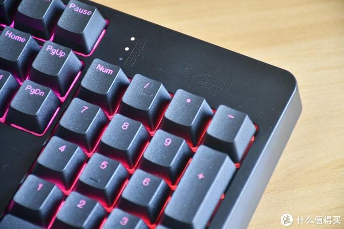 灯光炫彩有范儿,触感轻柔舒适-ikbc R410 红轴机械键盘体验