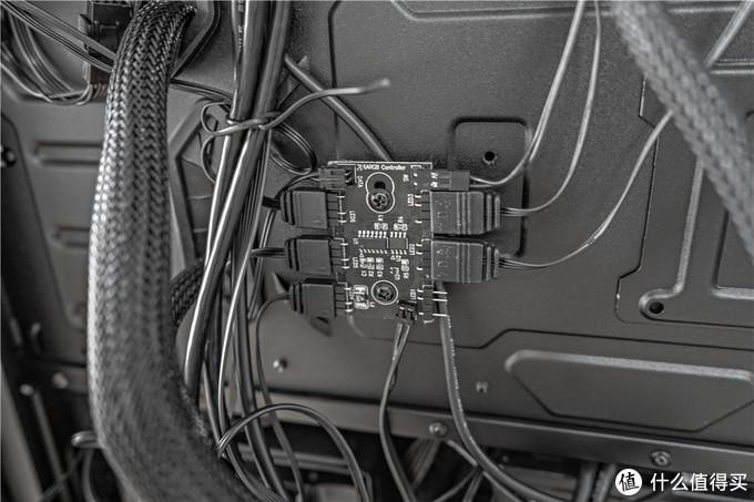 ROG水冷+TUF GT301机箱的半全家桶装机秀——AURA灯效的酷炫展示