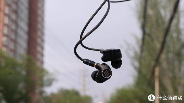 一款耳机,让整个世界美好,让这个世界只有音乐和你的美丽瞬间