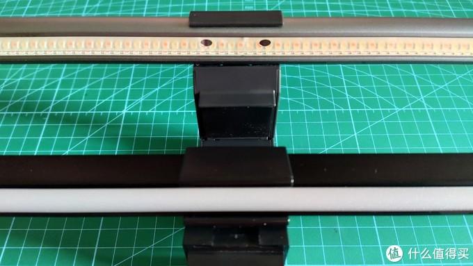 上为 ScreenBar Plus ,通过透明板,可以看到密集的 LED 排布。