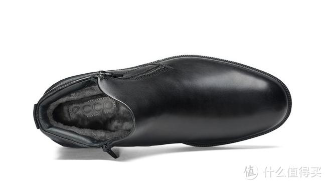 这是双厚实的皮棉鞋