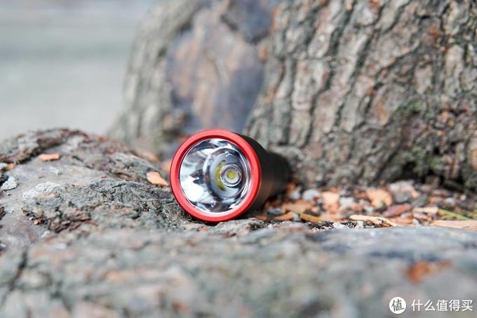 小米生态链极蜂强光手电筒测评:1000流明,320米照明,夜钓神器