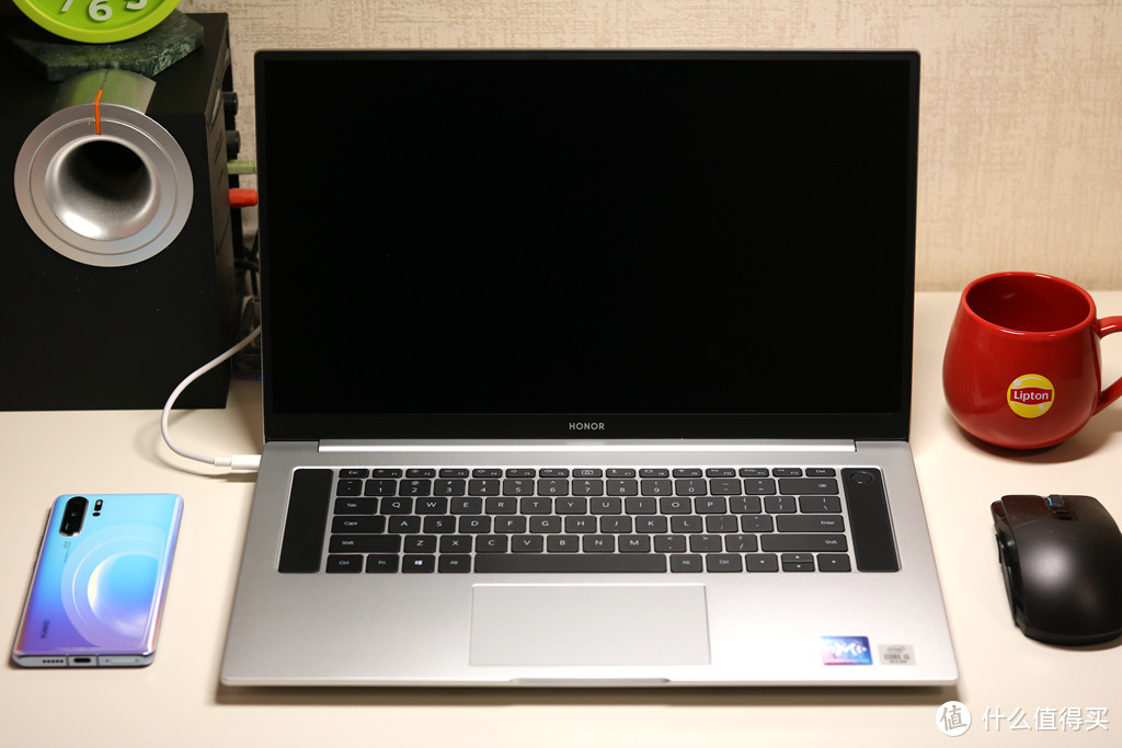 荣耀MagicBook Pro评测,16.1寸大屏+多屏协同,日常办公更加高效