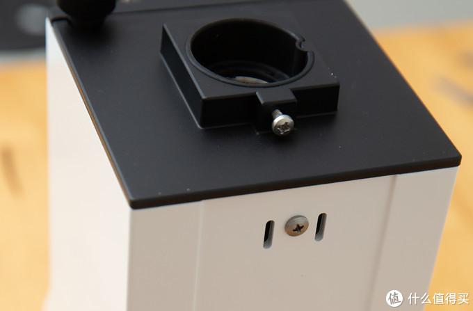 清理刀盘的螺丝在标牌后面,标牌可以取下。