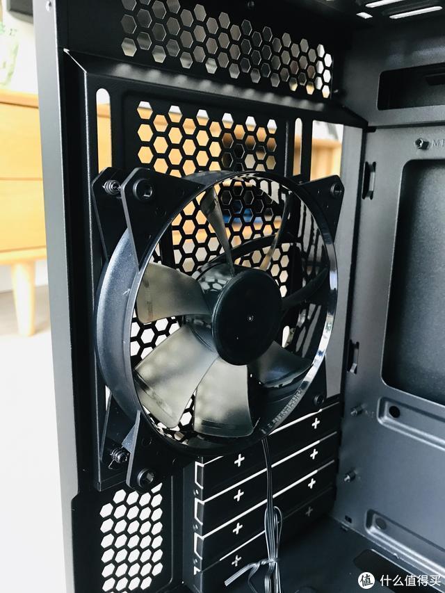 一款结构紧凑,颜值高,散热好的机箱——酷冷至尊旋风MB320L机箱评测