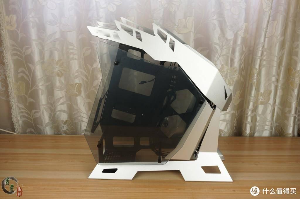 2020装机新起点 篇一:你装主机会选异形机箱吗?大水牛铁血战士机箱装机,桌子小的话都放不下它