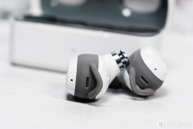 FIIL T1XS 真无线耳机毒图秀:纯白外表之下的差异化升级