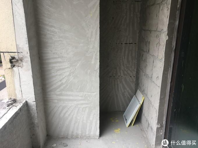 铲除阳台上的黄色保温层