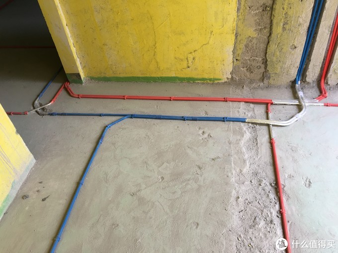 强弱电地面走线