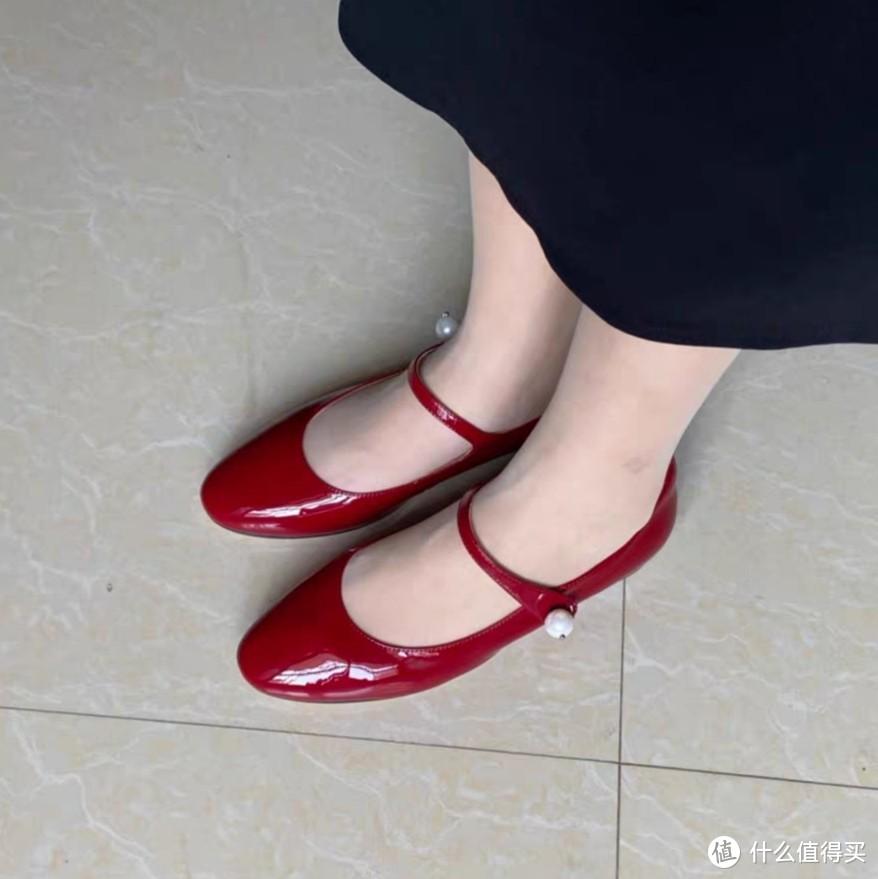 我的红色玛丽珍平底鞋,淘宝不知名店铺买的就不放链接了。