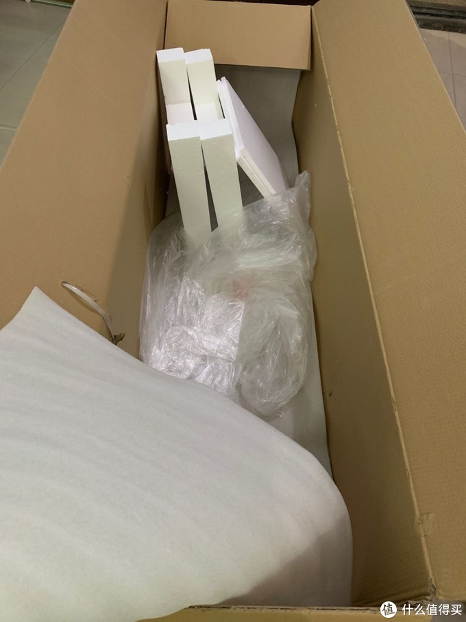包装结实牢固没有磕碰,水箱完整无裂痕,顺丰直接送到室内帮着拆包装抬机器,服务一流。