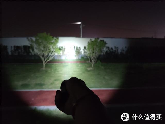 极蜂强光手电筒F10,开箱体验,320米远射真不虚