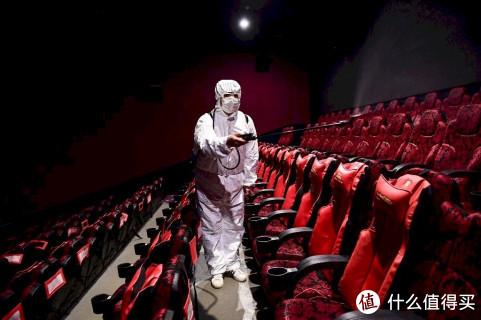 国家电影局通知下发通知,全国影院开业时间须统一,相关部门正在积极组织片源,制作影片硬盘及密钥。具体时间未定