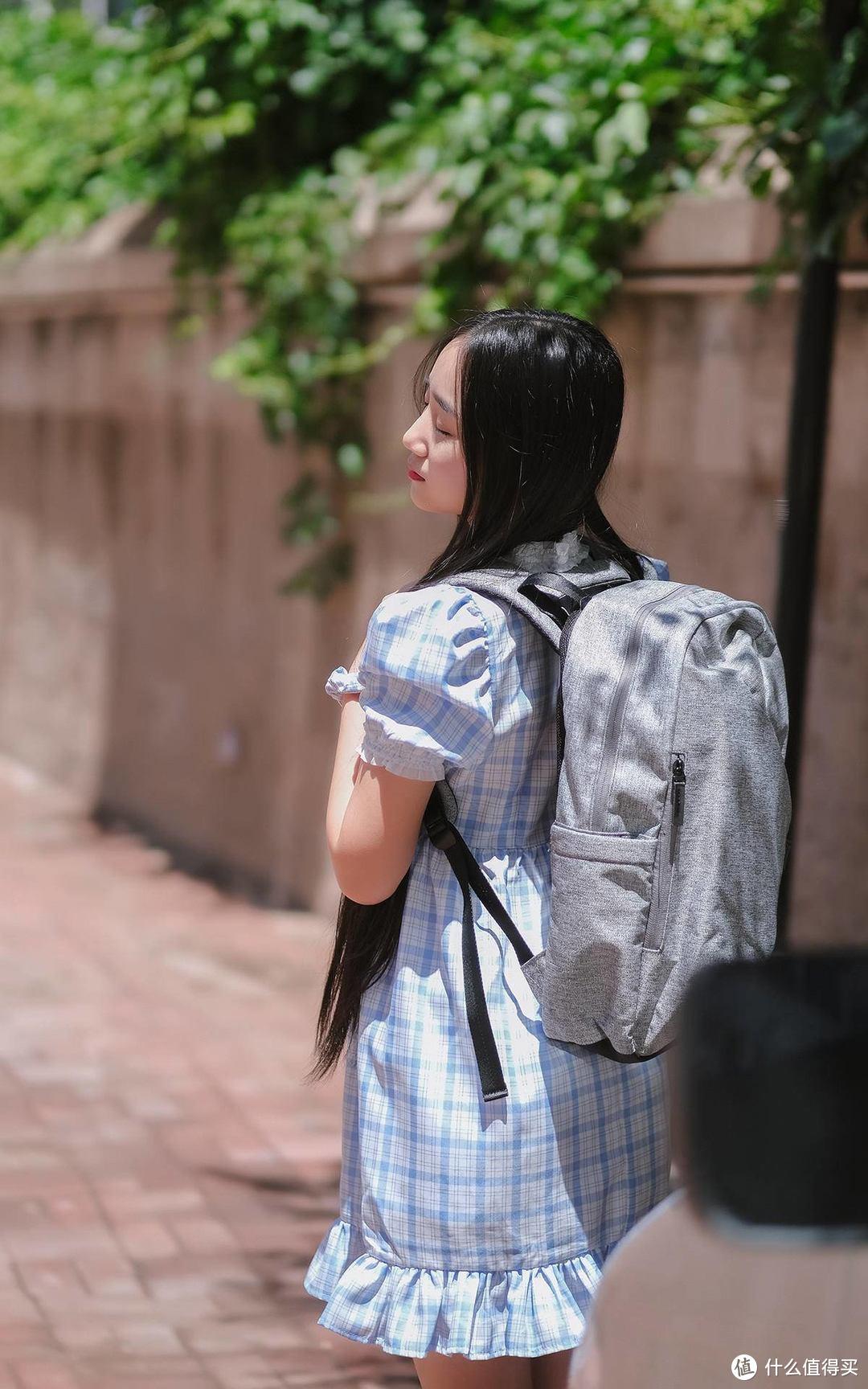 大隐于市,一款数码博主都深得喜爱的魅族Lifeme雪山白双肩包