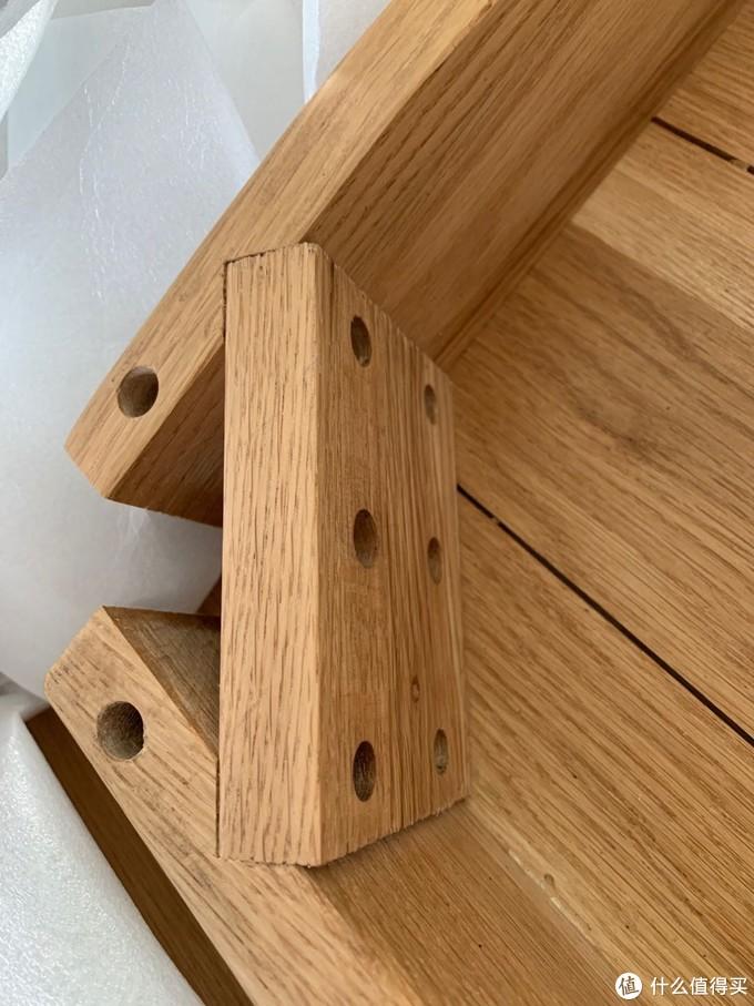 所有开孔光滑平整,没有爆边、偏孔现象,辅料没有使用杂木,仍然是货真价实的白橡木