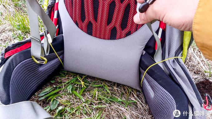 防雨罩下面收紧绳可以套在腰带上确保稳固