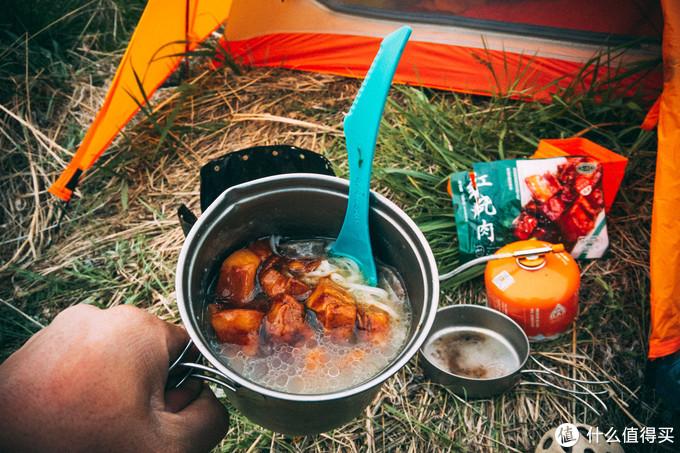 常温储存,蒸汽加热或者热水中泡10分钟左右即可,和饭或者面条一起吃~真是美味,原材料非常好