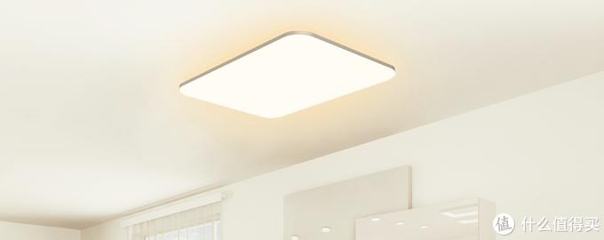光璨可以通过背面天花板的RGB氛围灯调色,轻松适应各种主色调的装修