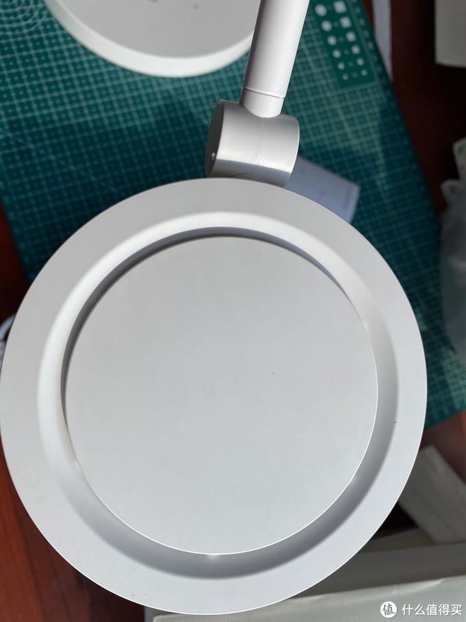 质感与实用为一体,三思柔光护眼圆盘台灯评测