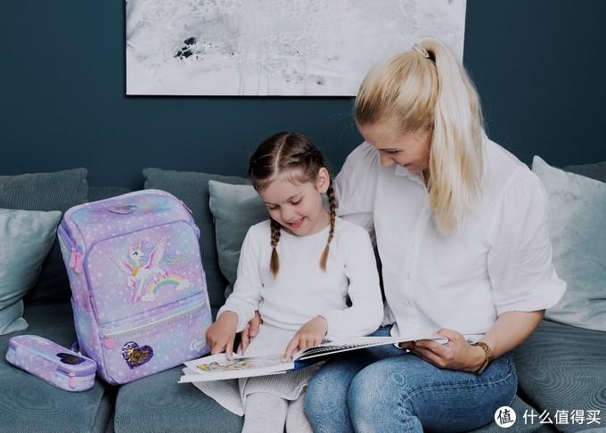 儿童书包选购攻略:自重轻 要护脊!小学生书包原来这样选!