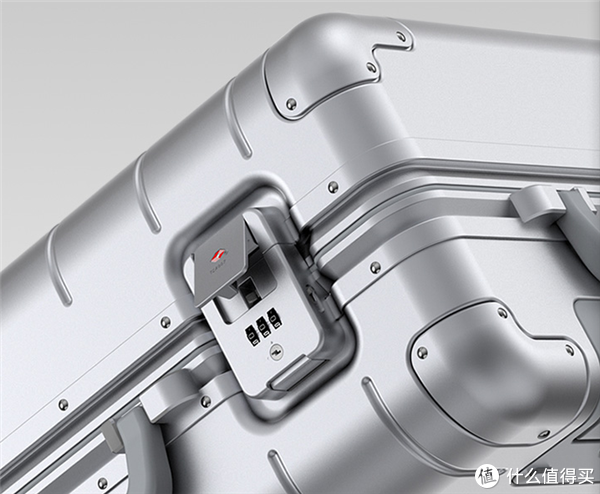 小米金属旅行箱2正式发布:999元 比一代更能装