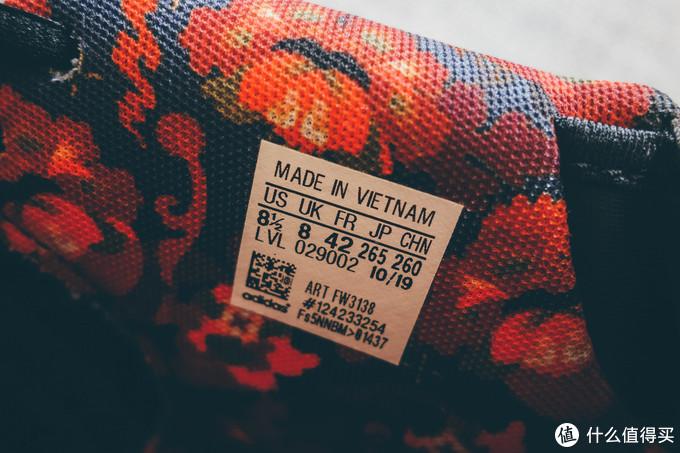 鞋标热压在鞋的侧边