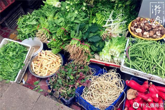 重庆菜市场一角