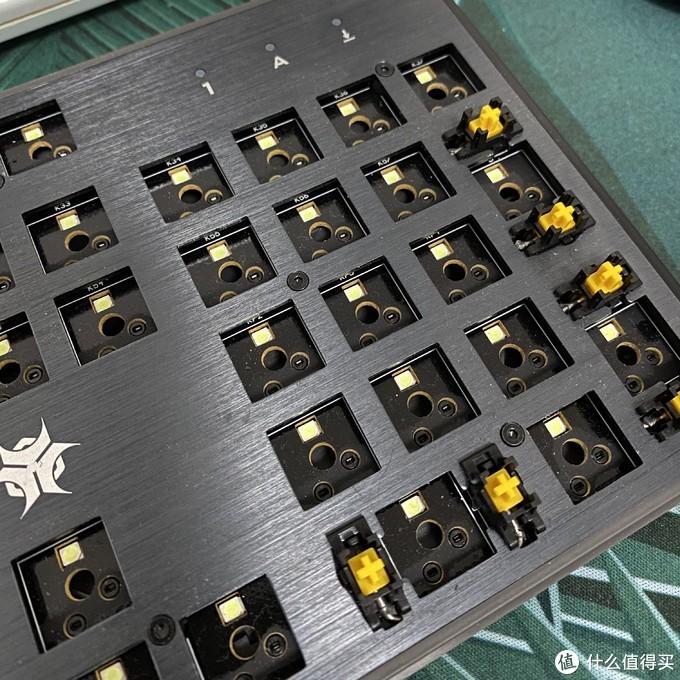 吊打樱桃红青的存在:200元内最值得购买的一款热插拔机械键盘科普