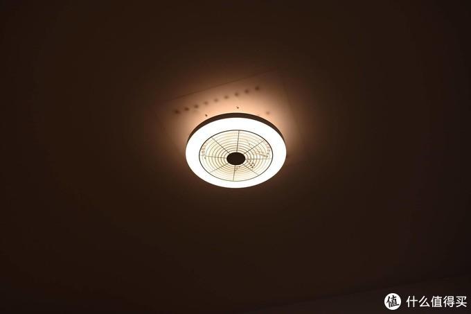 """此刻已""""皓月当空"""", 客厅换上Yeelight变频风扇灯"""