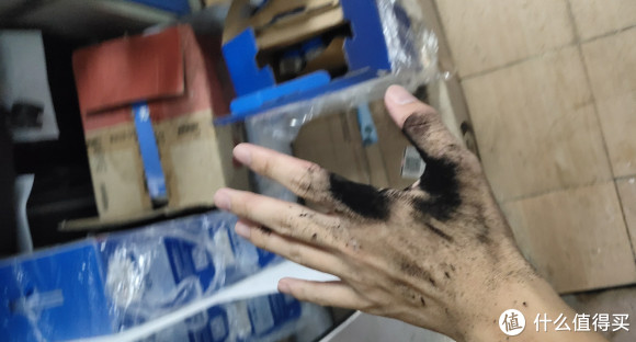 墨粉掉手上,起码两天洗不干净