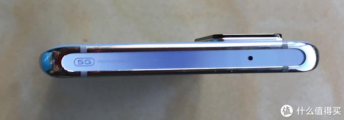 ▲ vivo 手机侧面顶部为平面。
