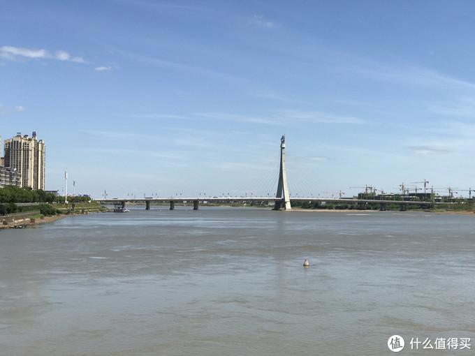 ▲ iPhone 7 Plus手机拍摄的阳光下大桥,作为对照组。