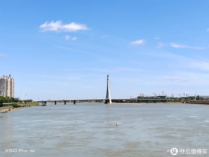 ▲ vivo X50 pro 5G手机拍摄的阳光下大桥。