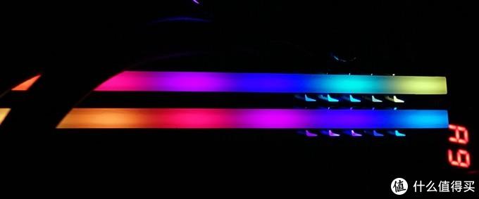 (双内存的RGB灯效稍显单薄)