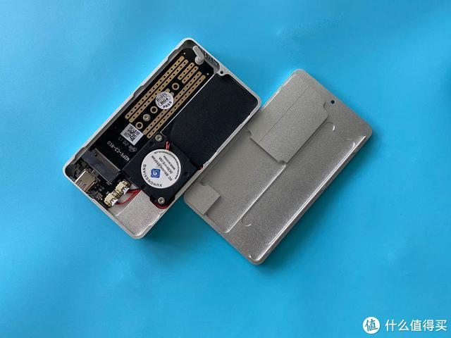 带风扇降温和温度显示,这个NVMe移动硬盘盒实用吗?