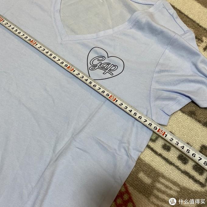 Gap莫代尔女士V领爱心印花T恤