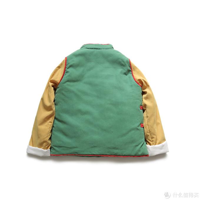 背面介样,里面应该是聚酯纤维一类的填充物,袖子有些地方填充的少一些