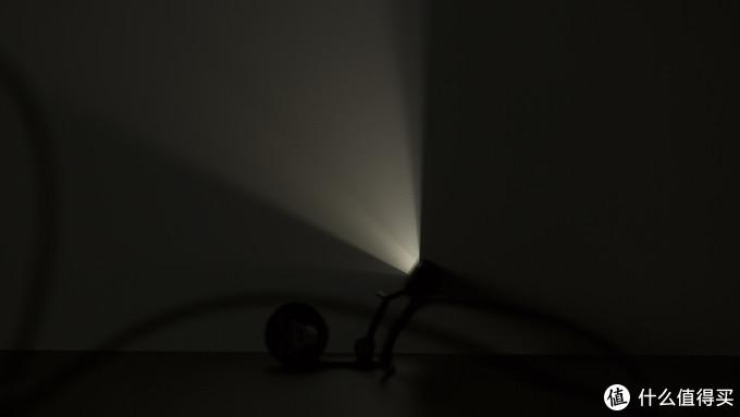 (图:黑骑士屏幕挂灯光路分布)