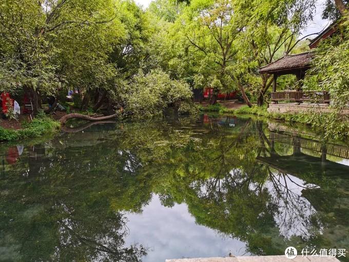 束河的景色