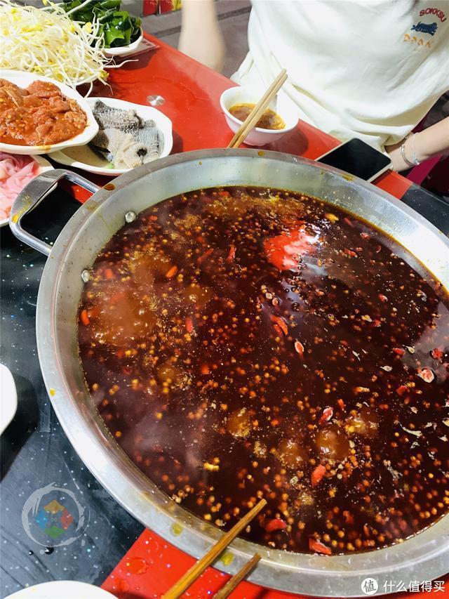 重庆储奇门的鳝鱼火锅,24小时营业,是白象街最后的坚守