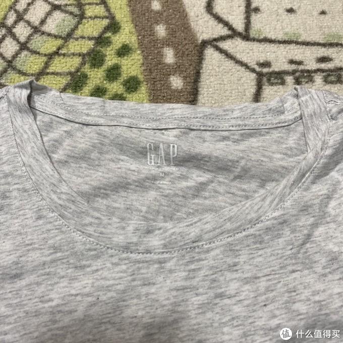 GAP烫金logo女士T恤