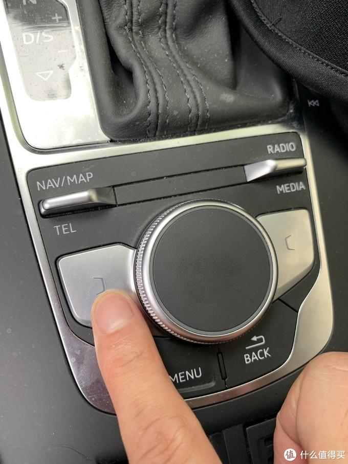 新手奥迪A3车主的爆胎初体验——千斤顶使用、换备胎、换胎历程!