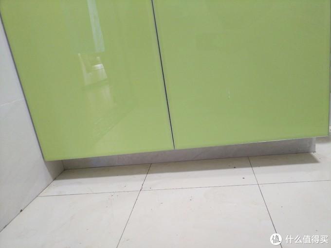浴室柜放于地台上