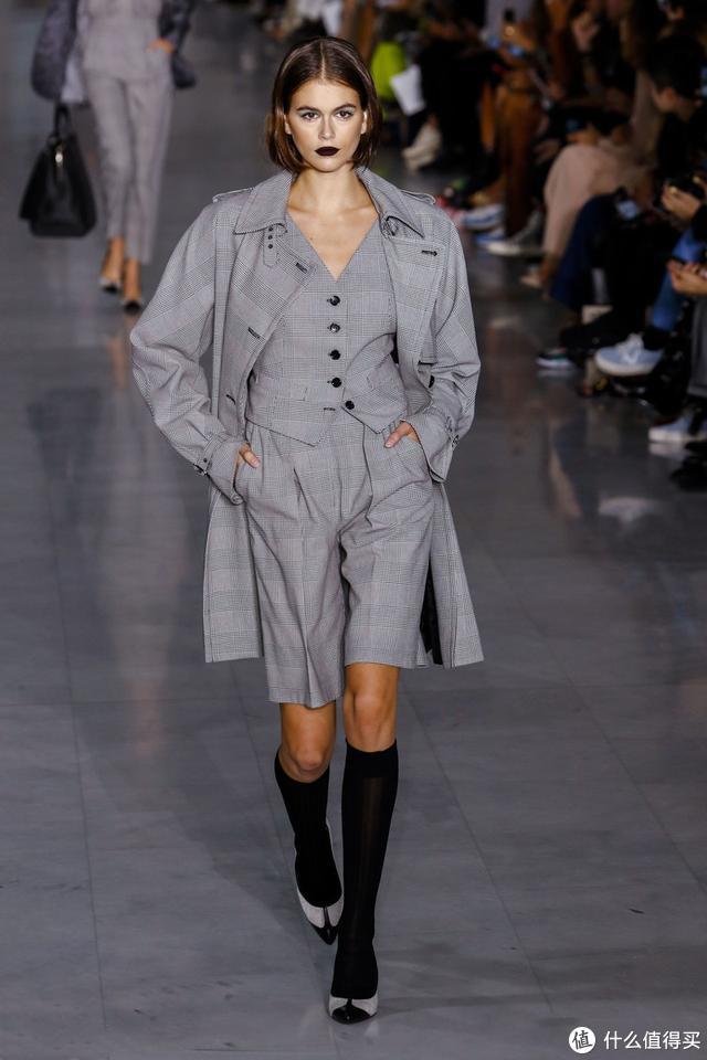 杂志票选的时髦度NO.1的百慕大短裤,怎么搭配最好看?